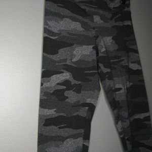 Garage Grey Black Camo Leggings Yoga Sz M EUC!